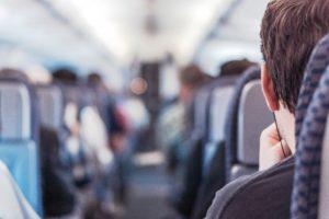 Mann im Flugzeug