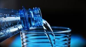 Hausmittel: Viel Trinken hilft auch gegen eine Mittelohrentzündung.